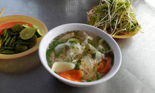 Jellyfish noodle soup are cool, it has a detoxifying effect